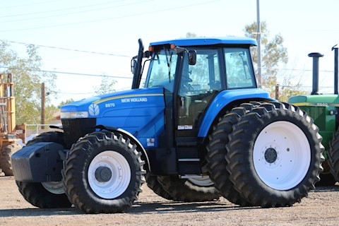 2005 CASE STX 375 - New Holland Tractors