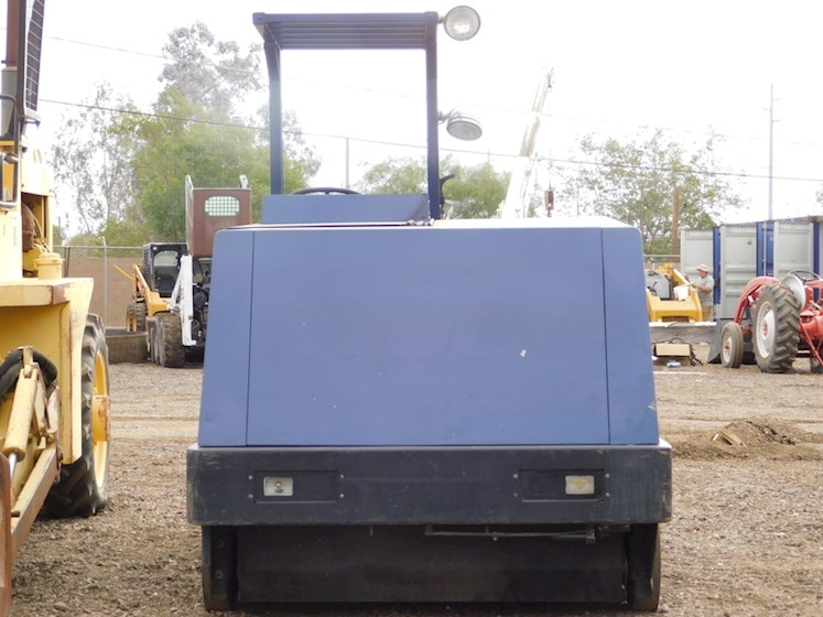 1997 Clark 7200 - Clark Sweepers & Broom Equipment