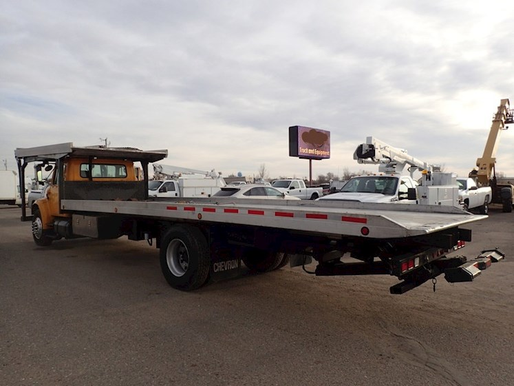 2002 International 4900 4-CAR CARRIER ROLLBACK for sale