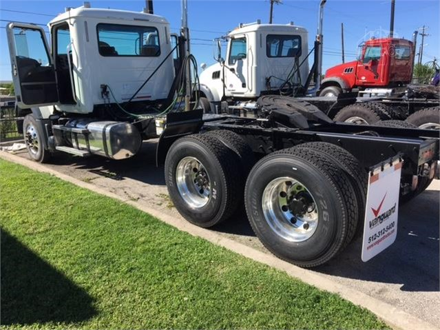 2015 Mack GRANITE GU713 - Mack Cab Chassis Trucks