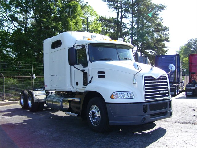2012 Mack PINNACLE CHU613 - Mack Cab Chassis Trucks