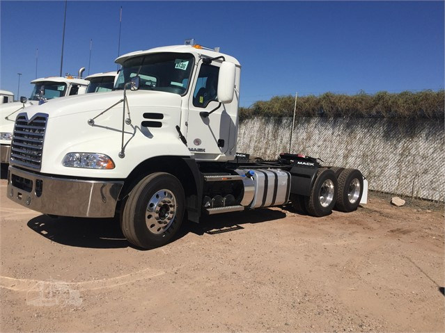 2018 Mack PINNACLE CXU613 - Mack Cab Chassis Trucks