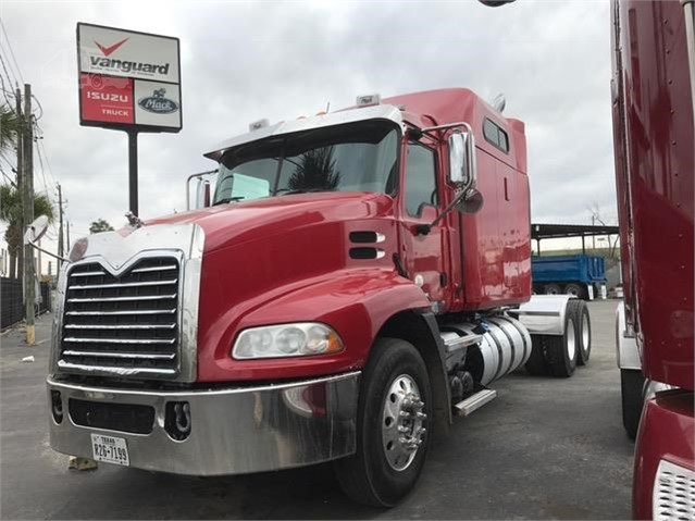 2013 Mack PINNACLE CXU613 - Mack Cab Chassis Trucks