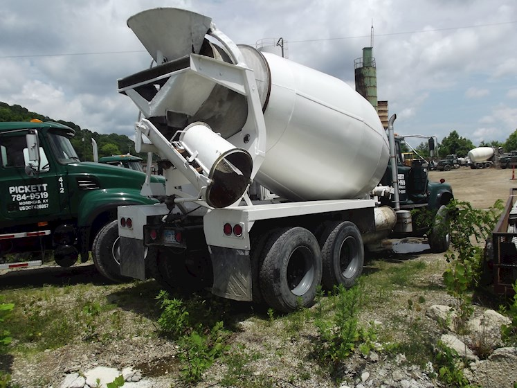 1987 Mack DM685S - Mack Concrete Mixers