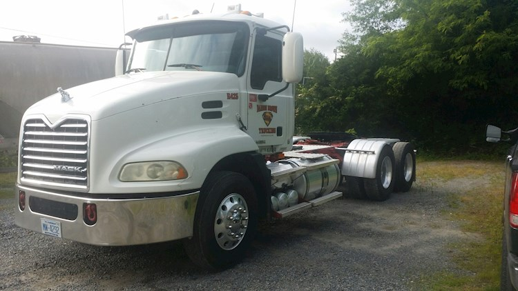 2009 Mack CX0613 - Mack Freight Trucks