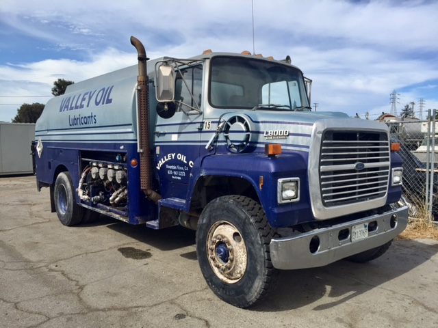 1989 Ford L8000 - Ford Water Trucks