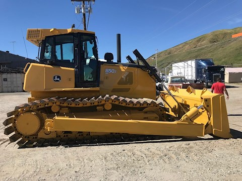 John Deere Bulldozers at Machinery Marketplace