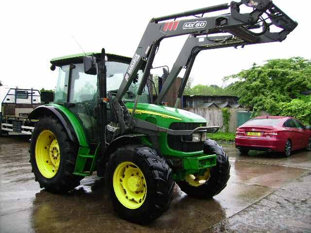 John Deere John Deere 5820 4wd, Power Quad, 40K, MX80 Power Loader - John Deere Tractors