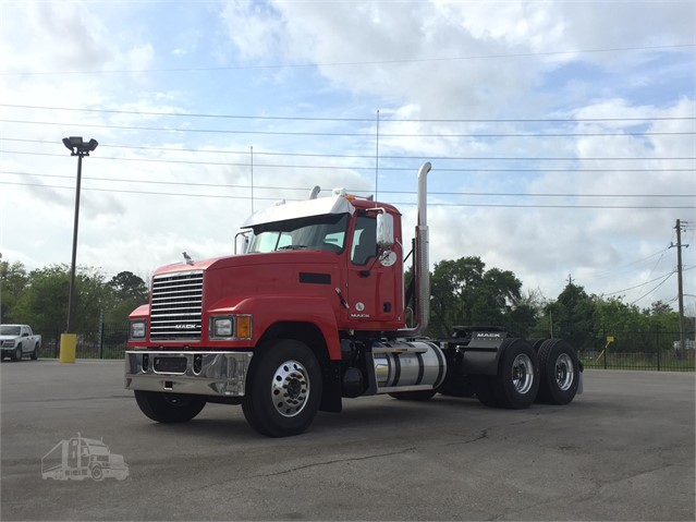 2018 Mack PINNACLE CHU613 - Mack Cab Chassis Trucks