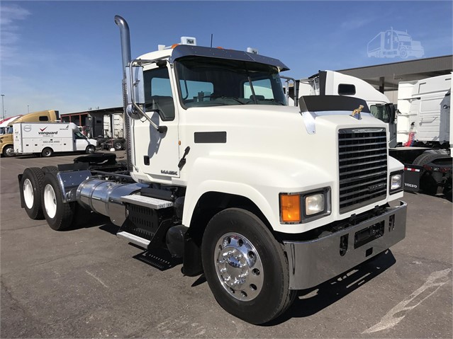 Mack PINNACLE CHU613 - Mack Cab Chassis Trucks