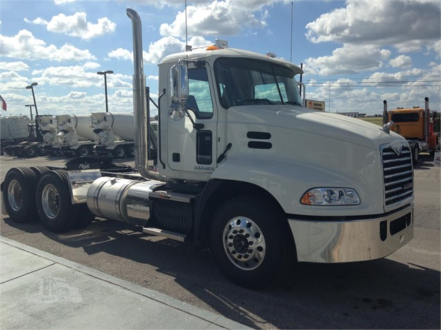 Mack PINNACLE CXU613 - Mack Cab Chassis Trucks