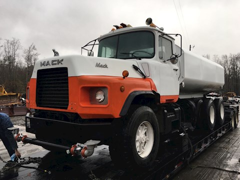 1993 Mack DM690 - Mack Water Trucks