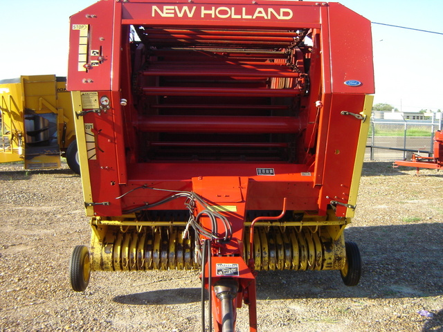 New Holland 853 - New Holland Hay & Forage