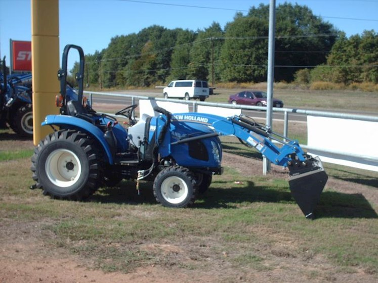 New Holland Boomer™ Compact Series - 33 - New Holland Tractors